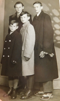 Josef Hocz with his brothers and mother in Jeseník