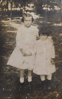 Mother Anna Kováčová (Hoczová) and her sister Eliška sometime around 1920 in the village of Gerendás in Hungary