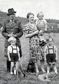 Family of Hubert Babor in 1947
