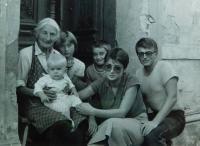 Růžena Dobrovolná with her family in Králíky in 1984