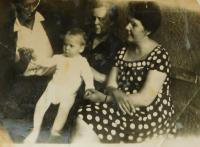On the right Regina Flajšerová, where Hana Radenko worked during the war in a pub in Rippach, Germany