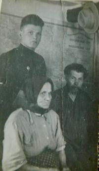 Parents Savka and Lukiy Radenko with son Alexander