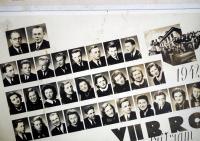 Maturitní tablo (Magdalena Lánská druhá řada, čtvrtá zleva)