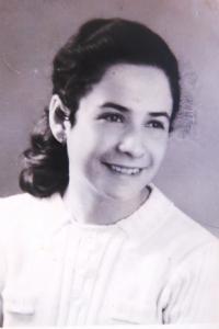 Předsvatební foto Evy Taussové. 1941.