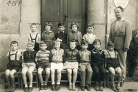 Witness in the upper row in the middle, the first grade in Těchotín elementary school, 1959
