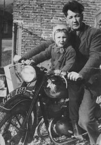 Zdenka Vévodová with her father (cca 1941)