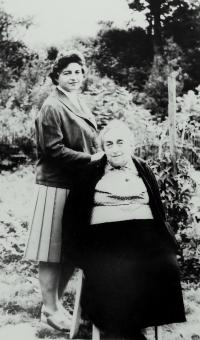 Mother-in-law Berta Buxbaum and her daughter Hana