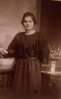 His mother, Emílie