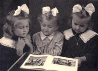 1951 - Martha sisters, picture for daddy in jail