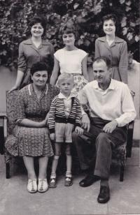 1961 - the whole family together, parents and siblings