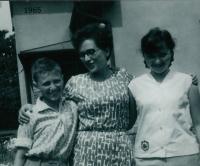 Anna Hyndráková s dětmi, šedesátá léta
