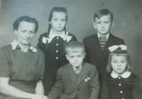 Family at the time of his father's imprisonment. From left to right mother Anna Šobotová and her children Anička, Jiří, Milan and Helena