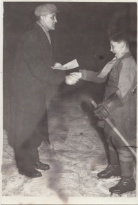 Richard with his father in Brno, he gives him diploma for tournament, approx. 56/57