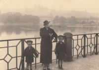 Ctibor and Josef Mašín with their mother in Prague, 1935