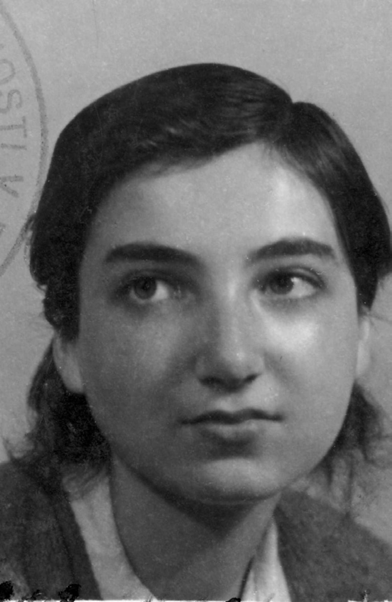 Hana Bořkovcová in 1945 on a picture from her repatriation card